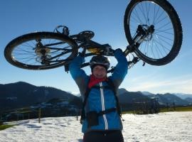 Der einzige Schneefleck am Hirschberg am 24.12.2013  (Barbara)