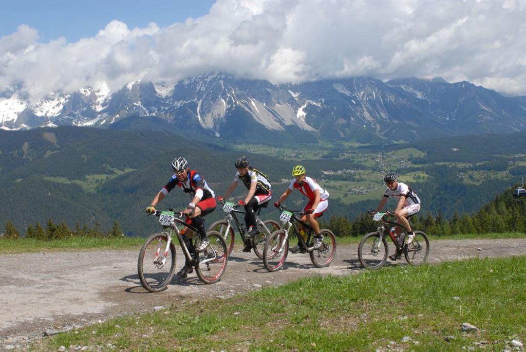 Die Biker am Dachstein (c) Alpentour Trophy